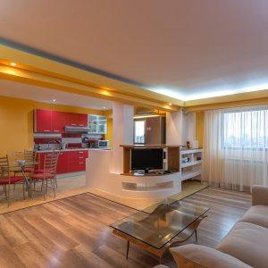 Apartament cu trei camere de inchiriat in piata Alba Iulia, comision 0