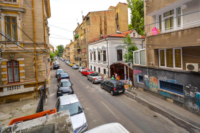 Universitate - Armeneasca 10 minute metrou pozitie ultracentrala.